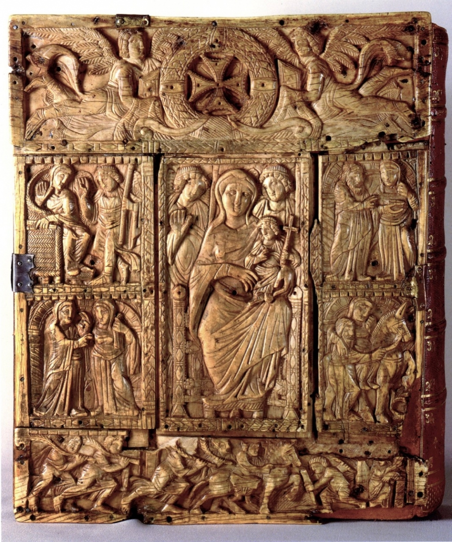 Couverture en ivoire de l'évangéliaire de Saint Lupicin IXème.jpg